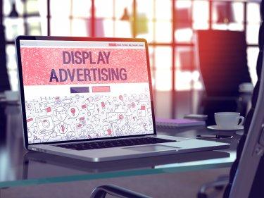 ディスプレイ広告の費用がまるわかり!課金形態や媒体別費用相場、代理店手数料まで詳しく解説