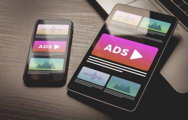 インフィード広告の種類と費用がまるわかり!課金方式から媒体別掲載費用、代理店手数料まで詳しく解説